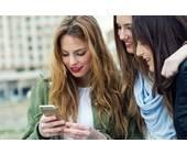Junge Frauen mit Smartphone