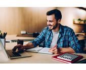 Mann beim E-Learning