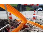 Kabel verlegen auf Baustelle