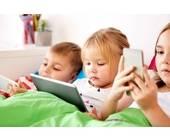 Kinder mit mobilen Endgeräten