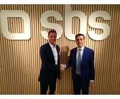 Eno-Chef Sven Hollemann (li.) und Sandro Storti, CEO von SBS, auf der IFA 2019 in Berlin