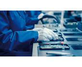 Produktion von Smartphones in einer Fabrik