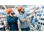 Bauarbeiter im Fachmarkt