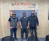 Fonland-Mitarbeiter mnit Masken