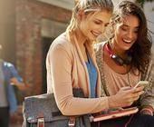 Frauen mit Handys