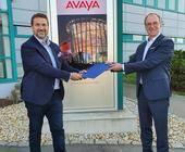 Roberto Schmidl, Managing Director GSMB & VP Services Sales International bei Avaya (li.), mit Komsas Vertriebsvorstand Steffen Ebner