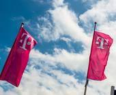 Fahnen mit Telekom-Logo