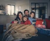 Familie beim Surfen im Internet