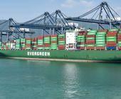 Die Containerhäfen wie hier Yantian in China müssen immer mal wieder wegen Corona-Ausbrüchen schließen