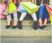 Passanten beim Einkaufen