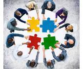 Menschen arbeiten zusammen