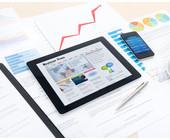 Tablet mit News und Statistiken