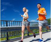 Jogger laufen auf einer Brücke