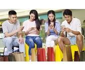 Junge Chinesen mit Smartphone